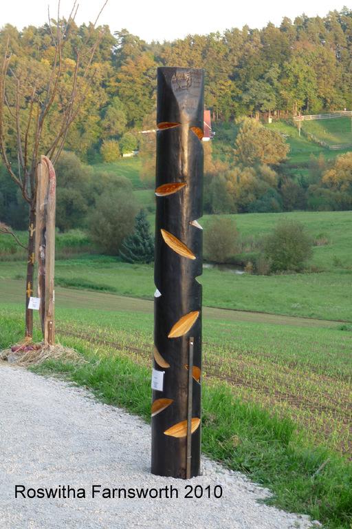 Stele o.T. (gold) 2010, Kieferstamm, Acryl, Wachs,  200 x 30 cm