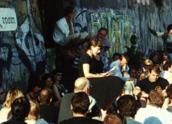 """Friederike Trudzinski bei """"Poets on the beach"""""""