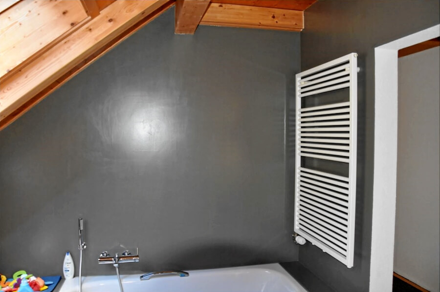 Bad mit Farbe statt Plättli-Look
