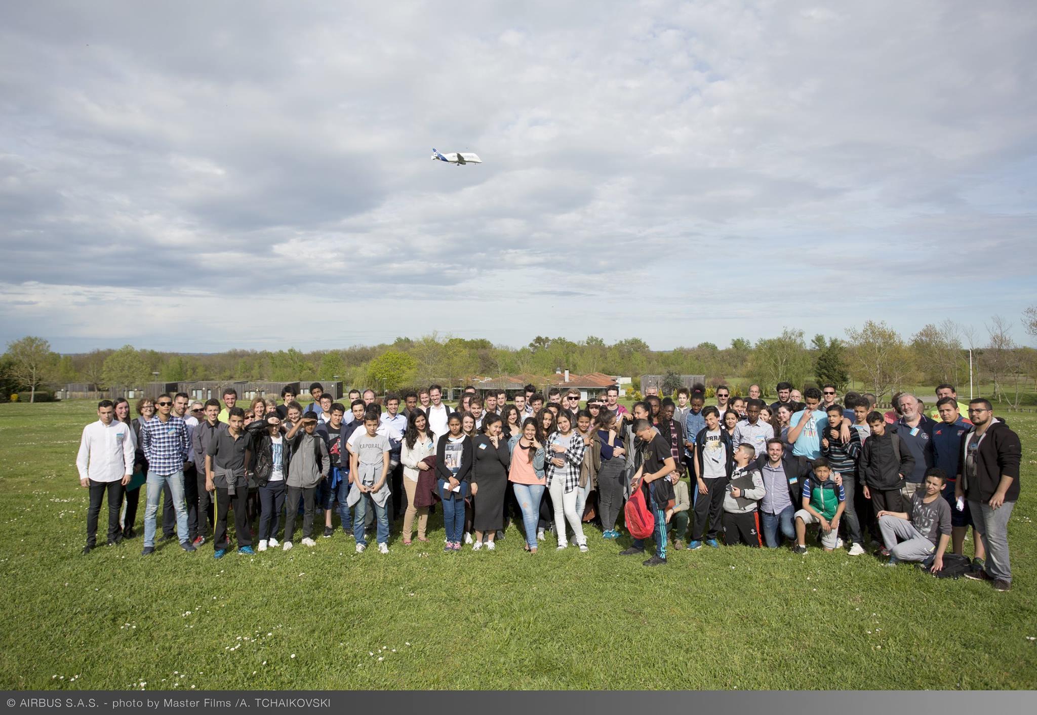 14 Avril 2016: Un petit pas pour l'aéronautique un grand pas pour Fly to Dream. Plus 160 enfants et adultes ont pu participer à la cérémonie de clôture du Flying Challenge d'Airbus.