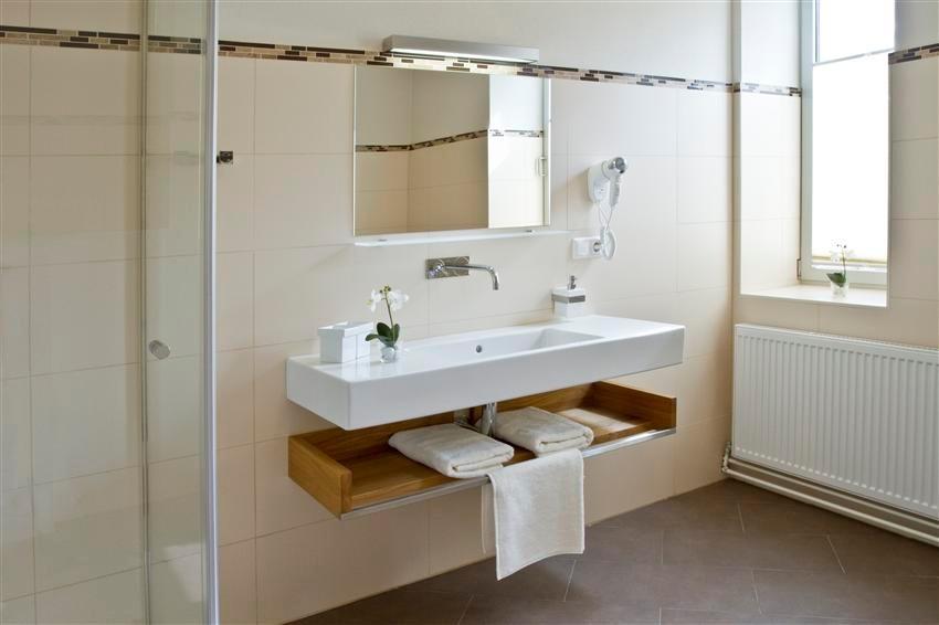 Unser Zimmer eins ist barrierefrei gestaltet, verfügt über Dusche und Badewanne © Kastner new media
