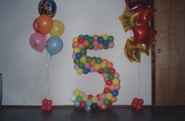 Цифра на каркасе - 1500 руб., фонтан из шаров с гелием - 400 руб., фольгированная звезда с гелием - 150 руб.
