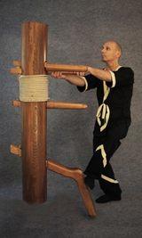 Form an der Holzpuppe