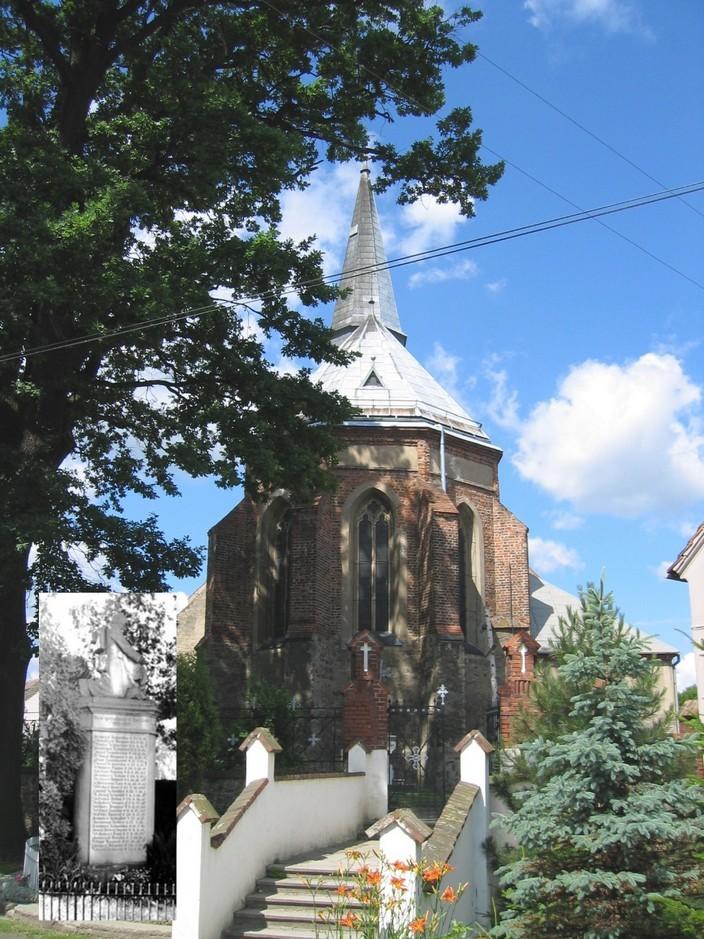 Ostseite der Kirche mit eingefügten Kriegerdenkmal, (RL)