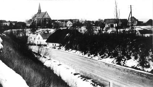 Aus Richtung Patschkau Blick über das Phillipstal auf Kirche und Oberdorf  (LR)