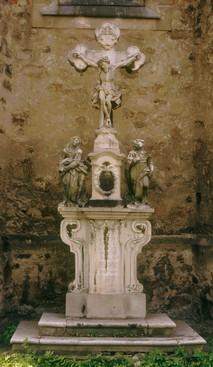 Haukekreuz an der Ostseite der Kirche von 1814, (RL 1986)