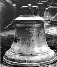 Im 2. Wk eingezogene Glocke von 1616 (in Wilhelmshaven ?) Fotos: Deutsches Glockenmuseum Nürnberg