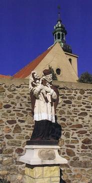 Hl. Nepomuk vor der Kirchenmauer (HR)