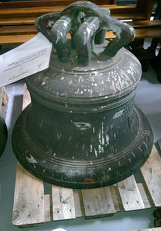 Glocke Maria von 1611, hier auf Lager beim Münsterischen Bischöflichen Offzialat in Vechta. Kirche in WHV ist profaniert.