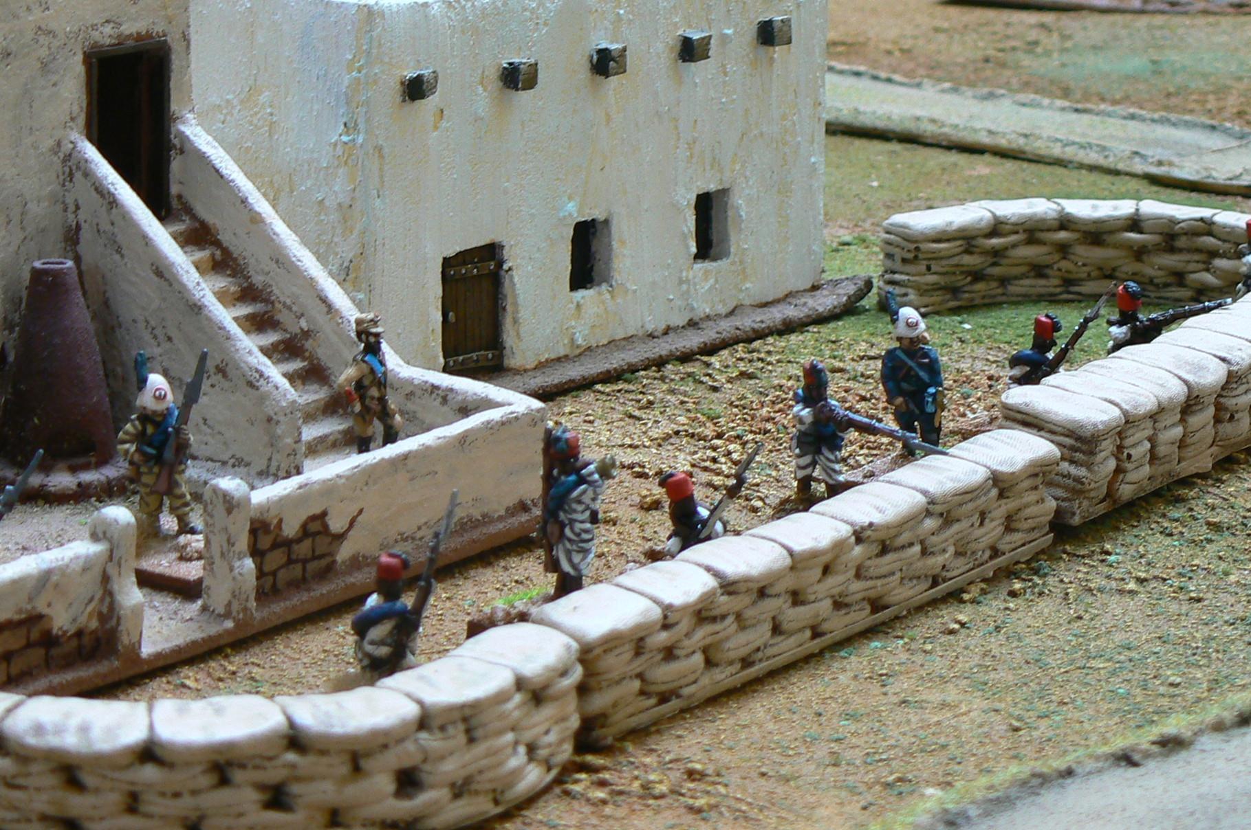 I pochi soldati a difesa del forte attendono i rinforzi