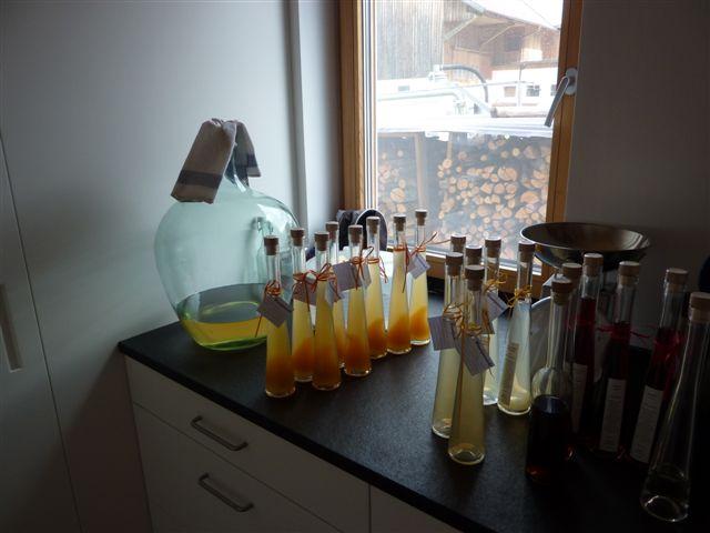 ... Abfüllen und veredeln der Destillate...