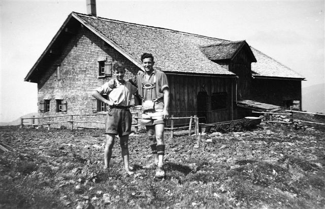 Alphütte Schetteregg; Links Feurstein, Oswald (1930-); rechts Bruder Feurstein, Hans (1926-2003)