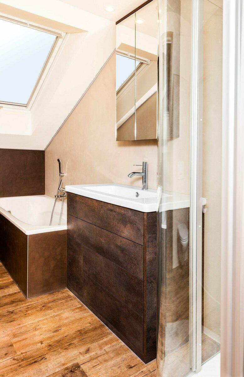 Badezimmermöbel mit Spiegelkasten & passendem Vinyl Boden