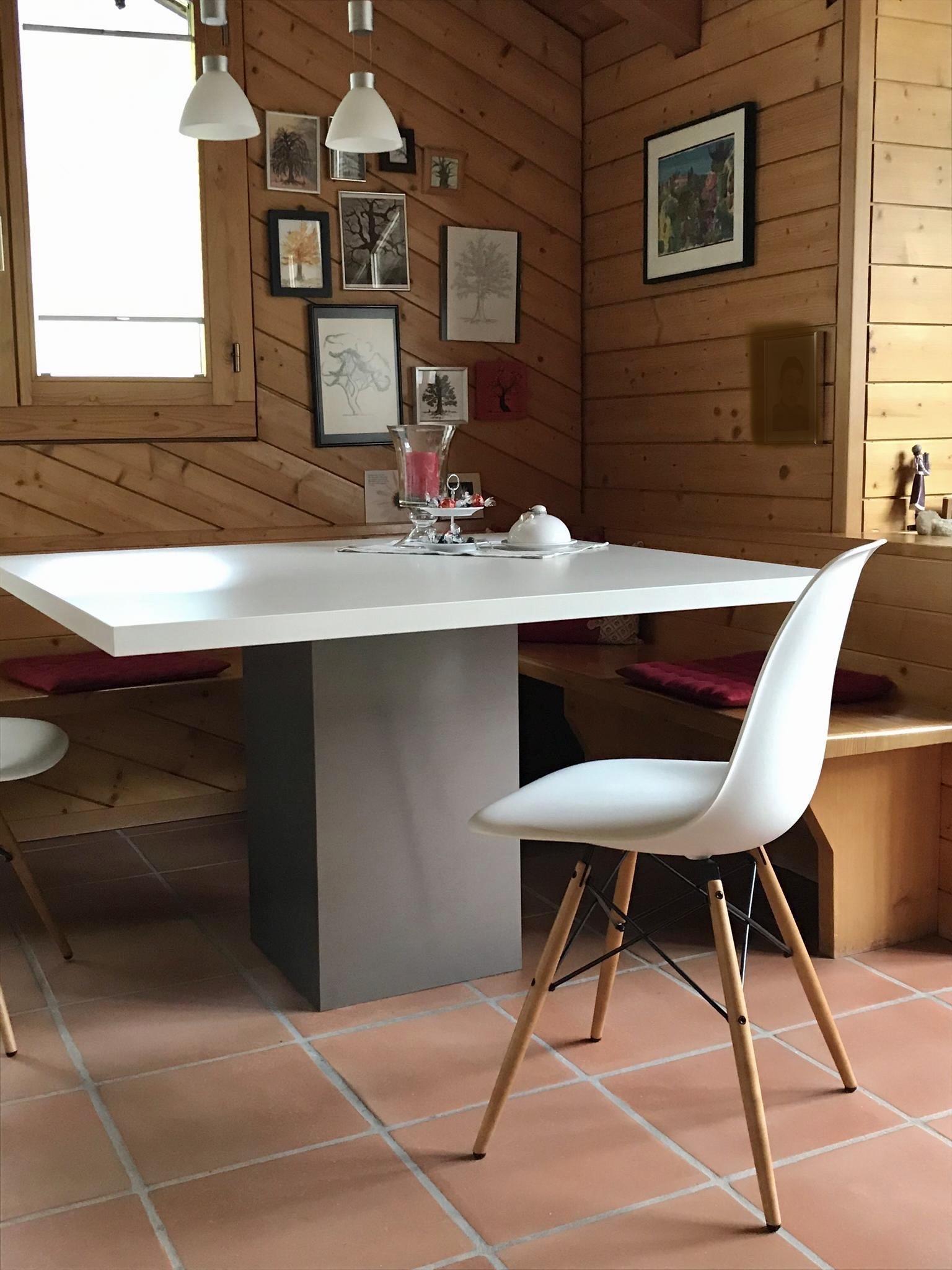 individuelle Sitzecke mit stylischem Tischli...