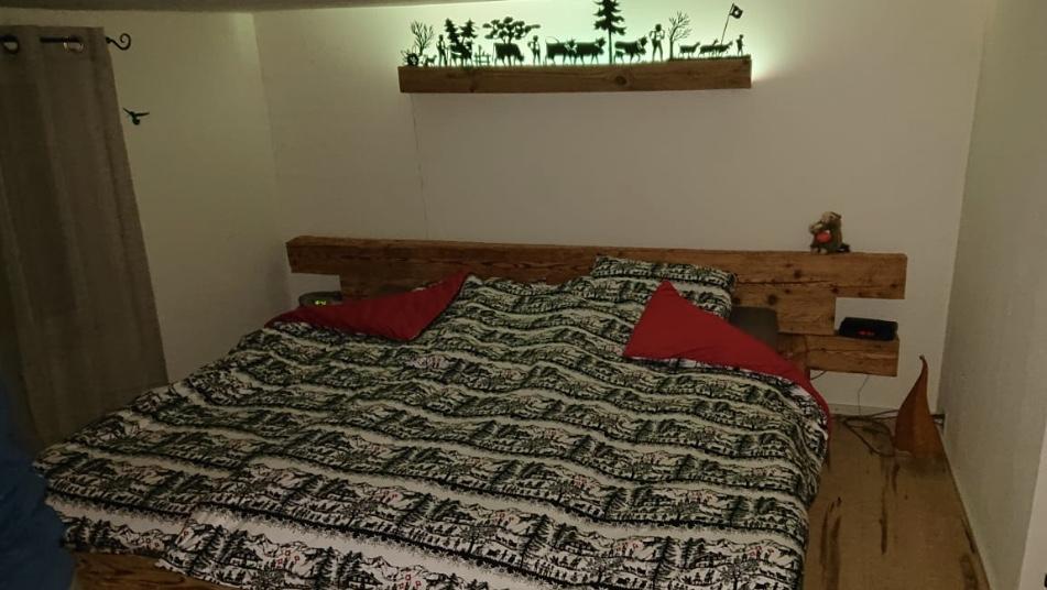 Lungerer Altholz Balken Bett Kissen mit Schaf Wolle gefüllt