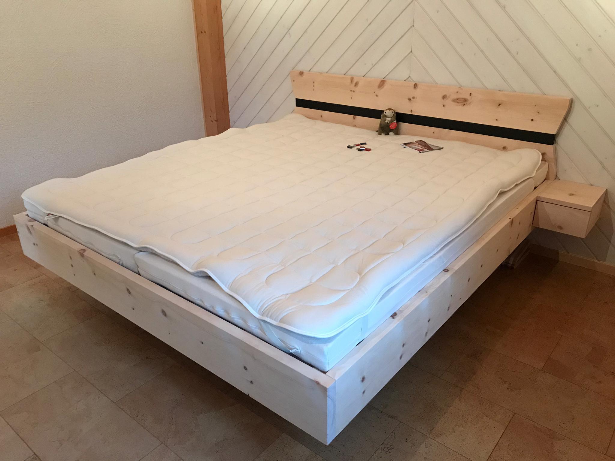 individuelles Arvenholz Bett, roh - Ihrem Wohlbefinden zuliebe!