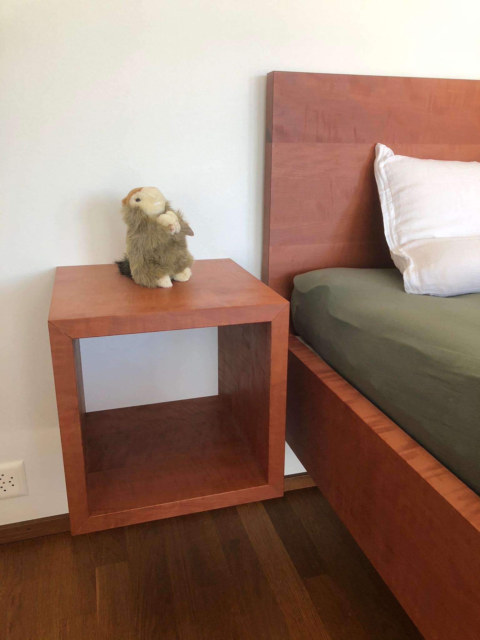 Birnen Holz Bett mit passenden Nachttisch Würfeln...alles natur geölt.