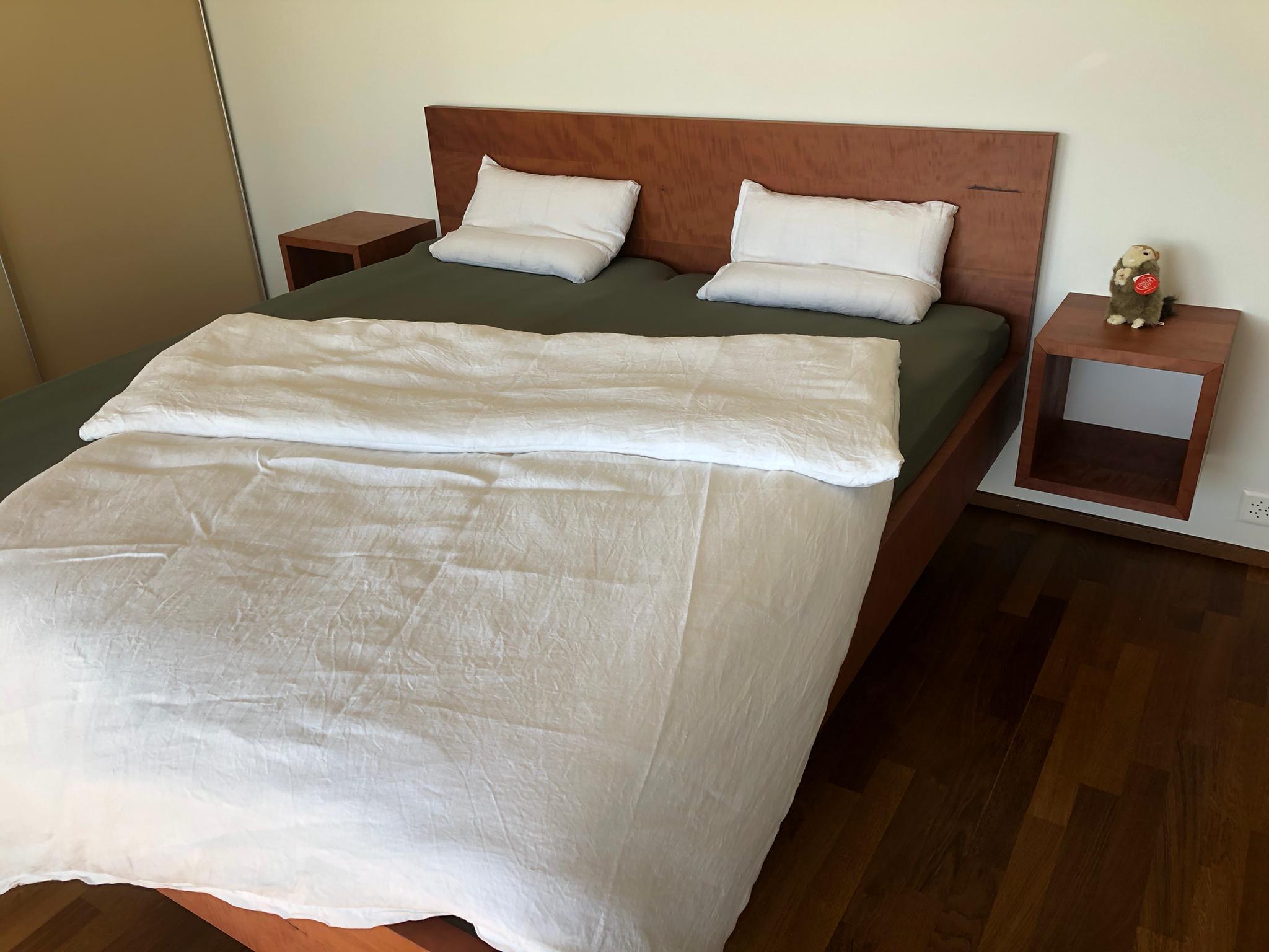 Birnen Holz Bett auf Gehrung gearbeitet