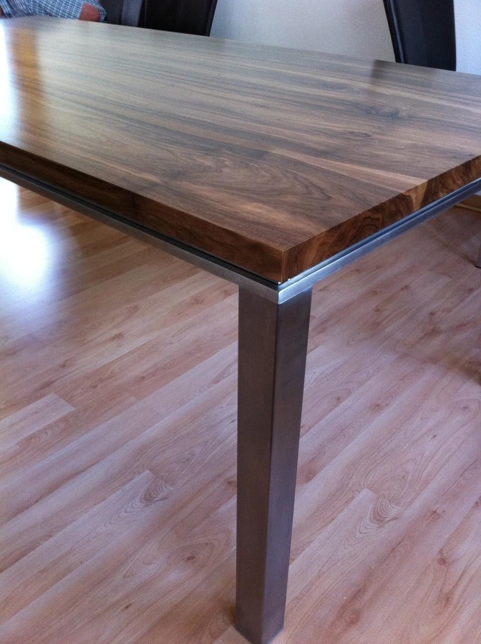 Tischplatte Nussbaum auf Chromstahl