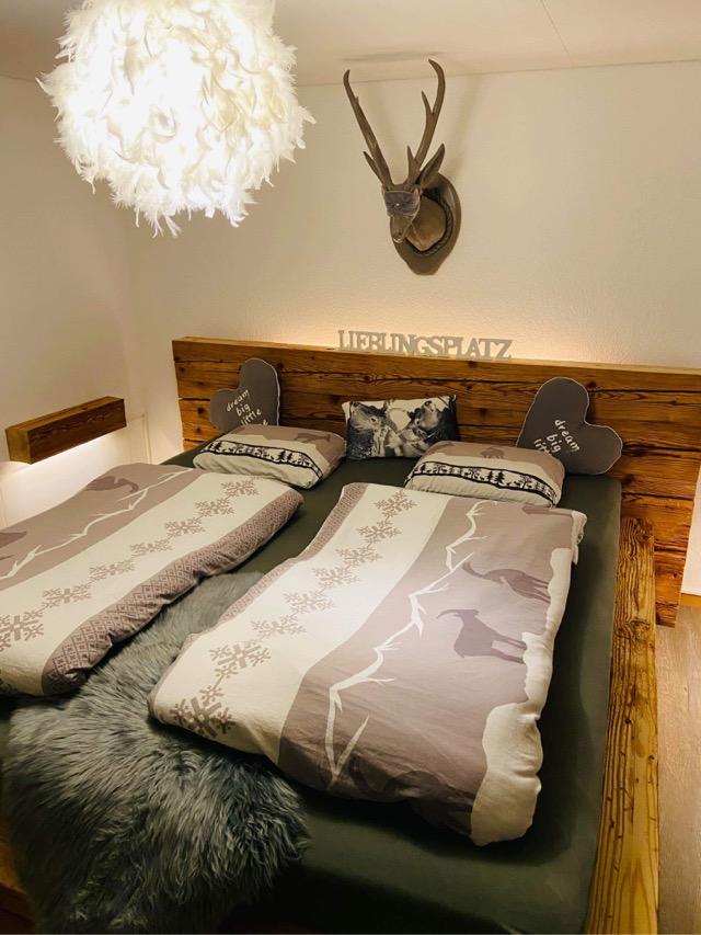 Lungerer Altholz Balken Bett - das Bett mit Geschichte