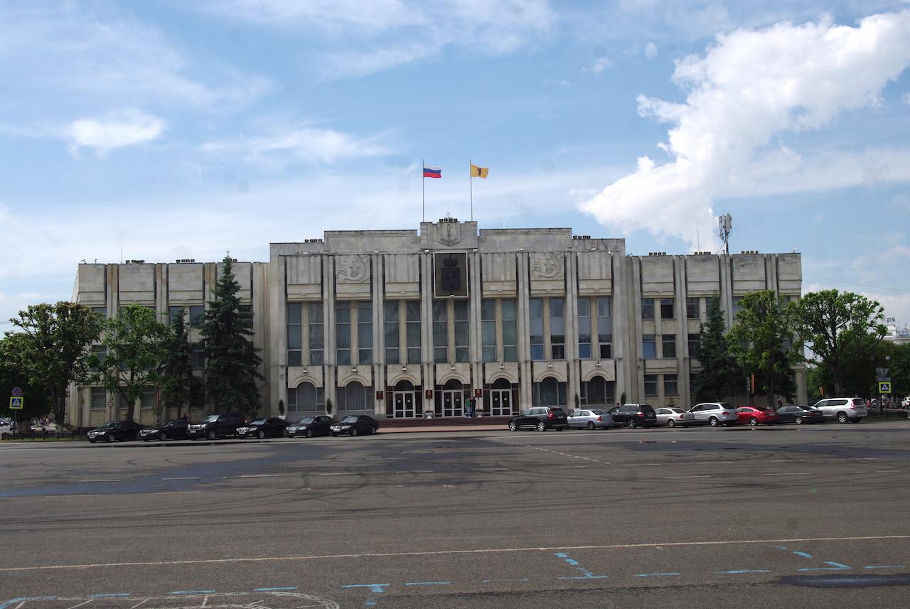 Un bâtiment administratif bien austère.