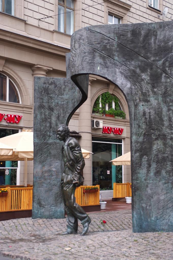 La statue de Boulat Okoudjava, chansonnier contestataire très populaire.
