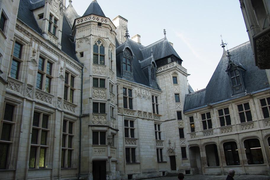Une vue de la façade intérieure.