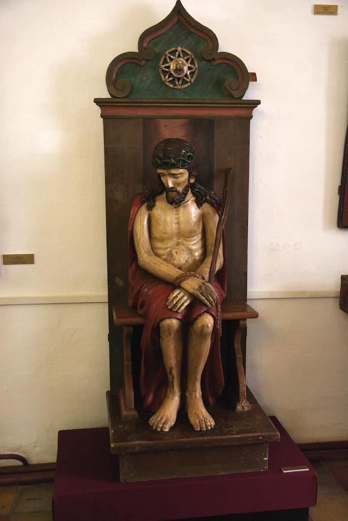 Sculpture du Christ assis ...