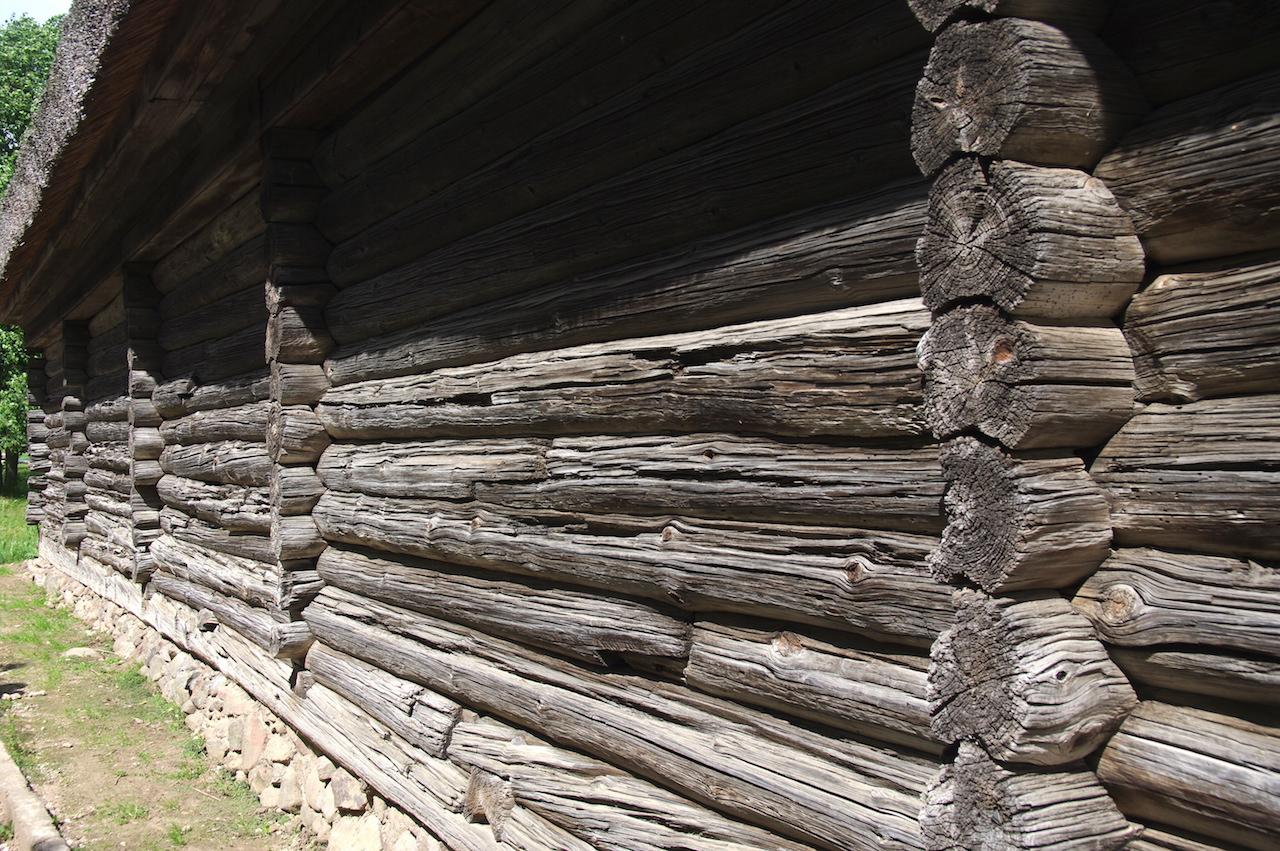 Les murs en rondins de la maison