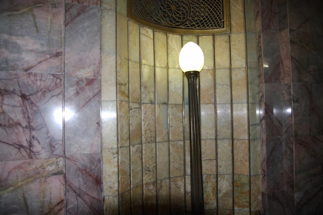 Du marbre et des éclairages originaux.