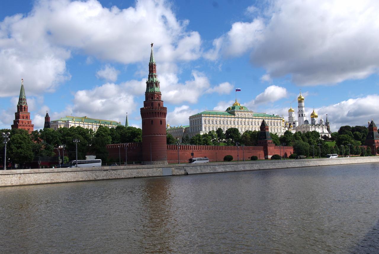 Une belle vue sur la Moscova et le Kremlin