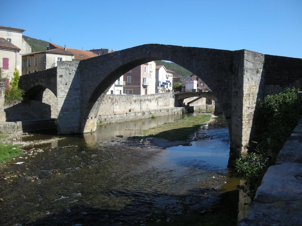 Ancien pont sur la Sorgues