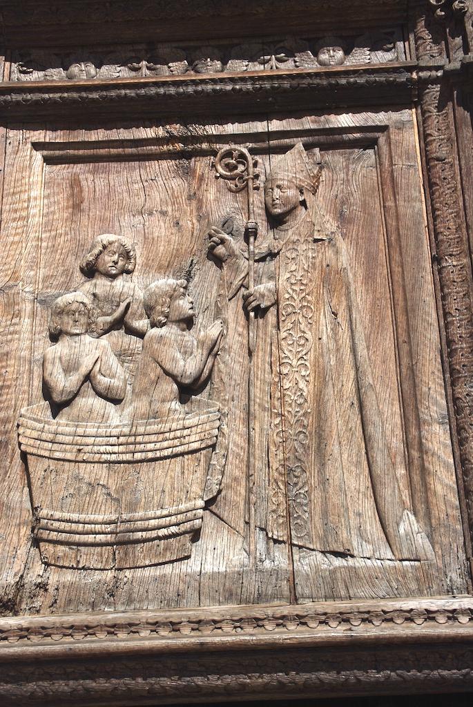 Détail du portail en bois
