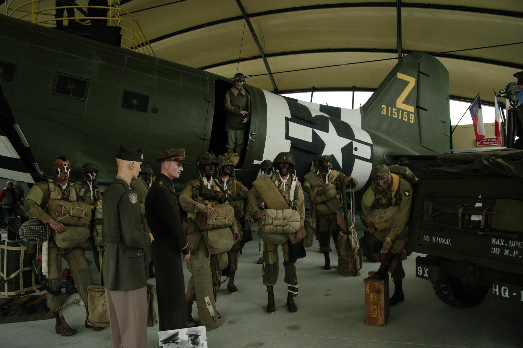 Reconstitution de l'embarquement (en présence d'Eisenhower ?)