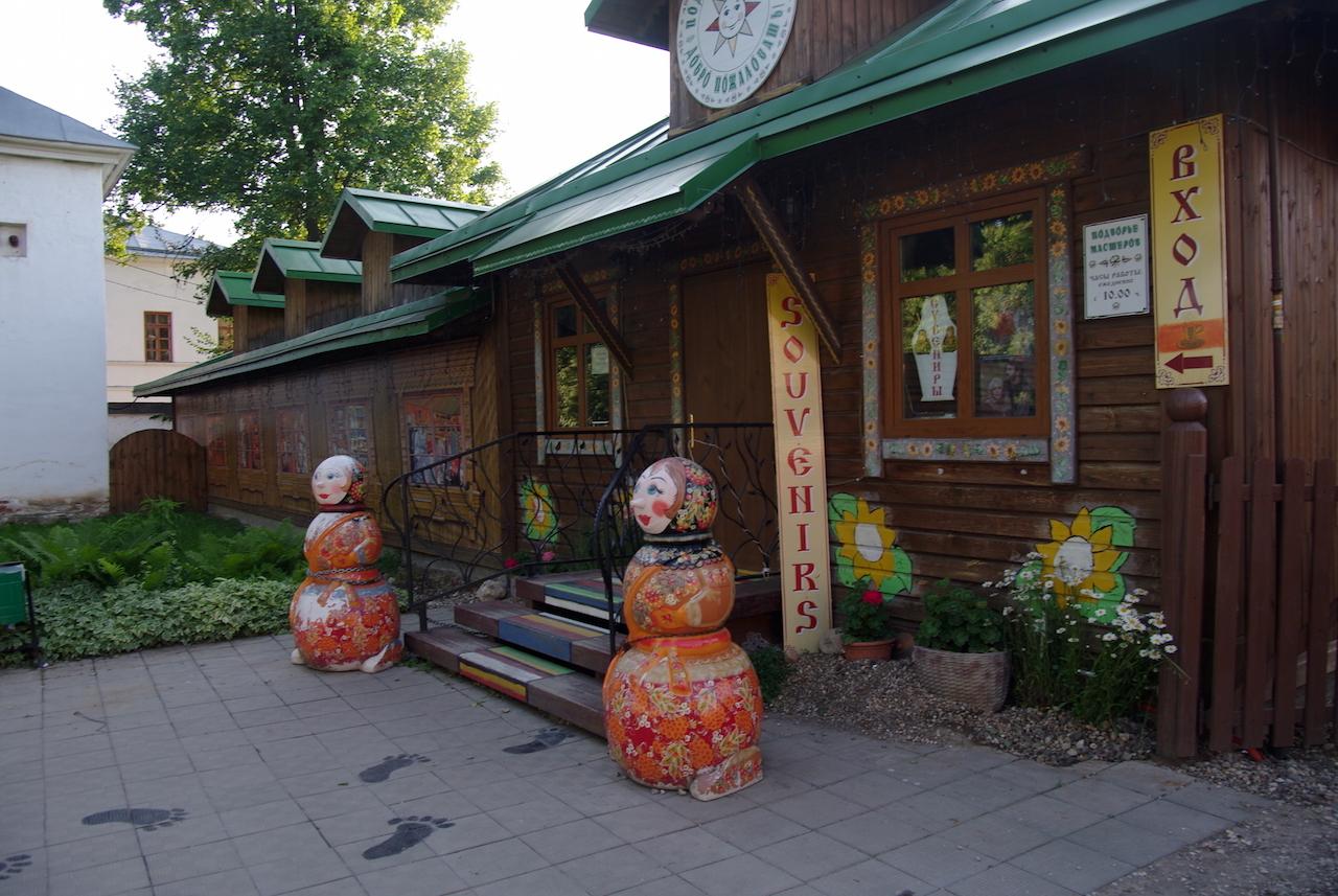 Et puis... les souvenirs et poupées russes à des prix très abordables.