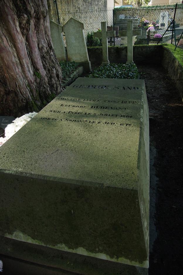 """""""Je pleure une morte, et je salue une immortelle."""" Début de l'oraison funèbre de V. Hugo."""