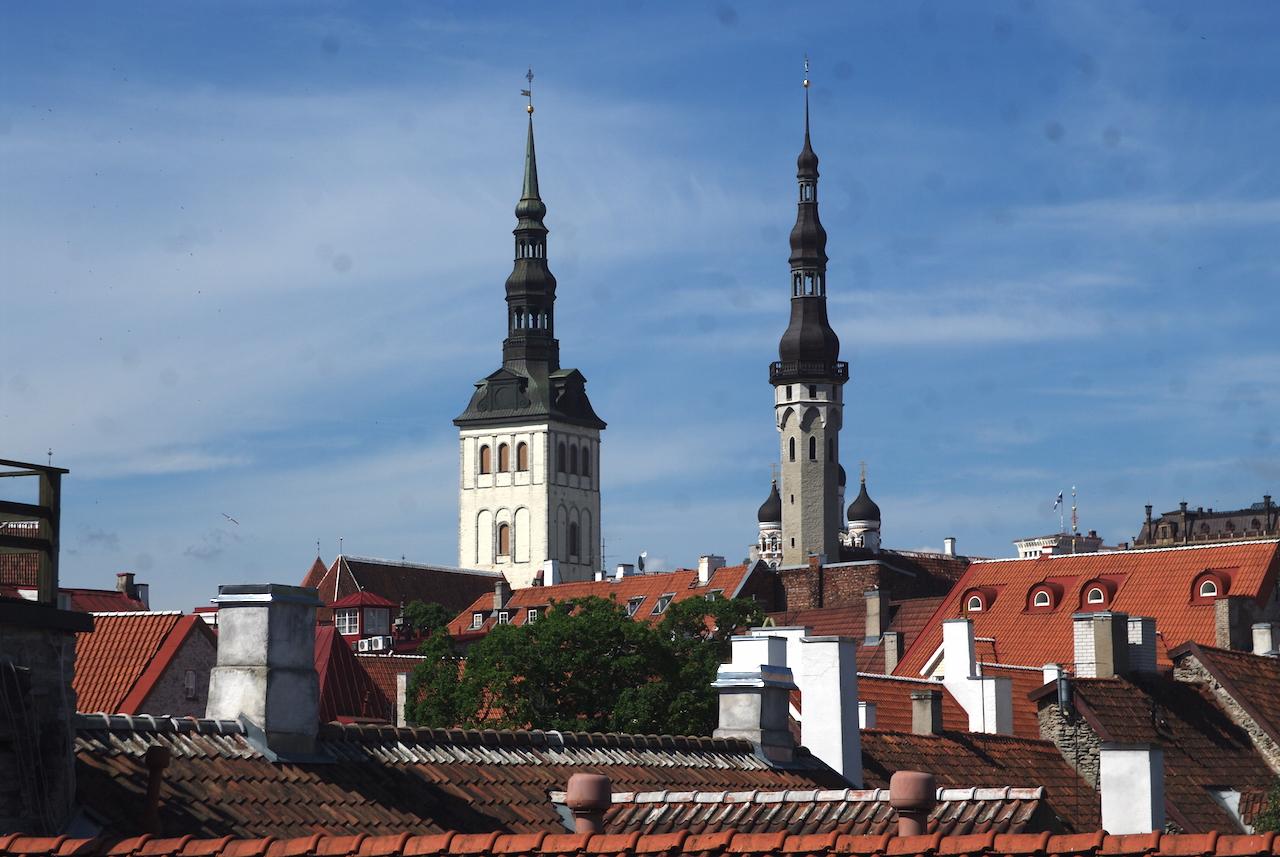 Vue des remparts : quelques clochers de Tallinn