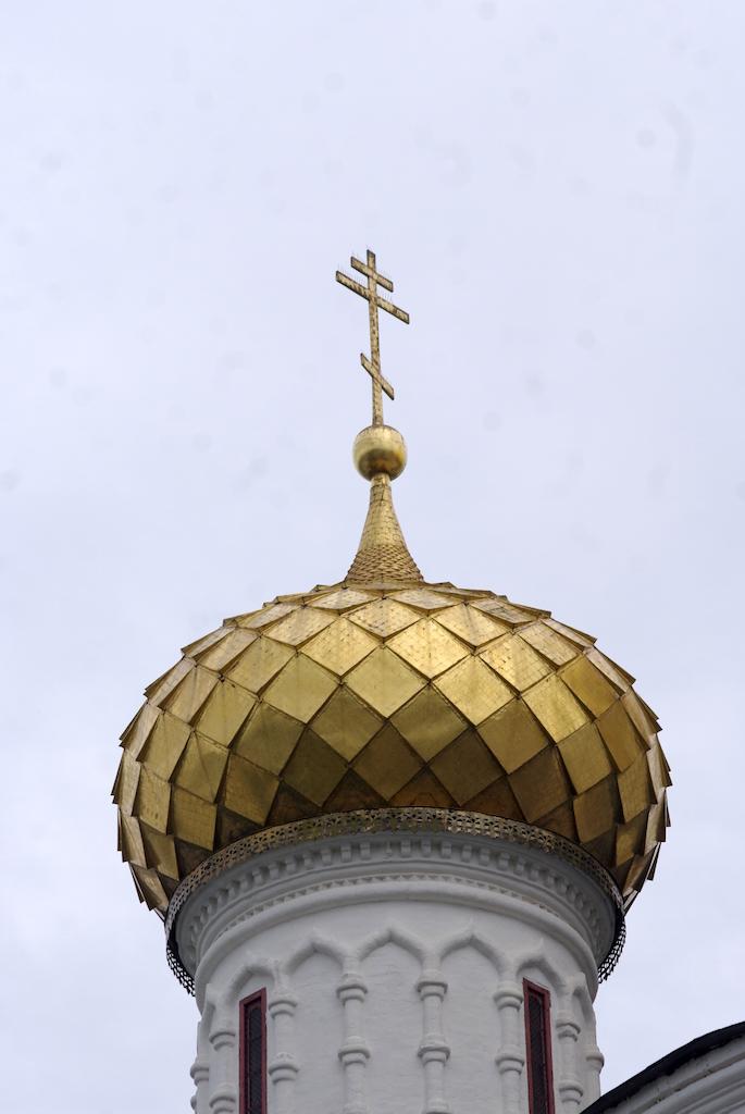 Détail d'un bulbe, doré comme partout, à la feuille d'or.