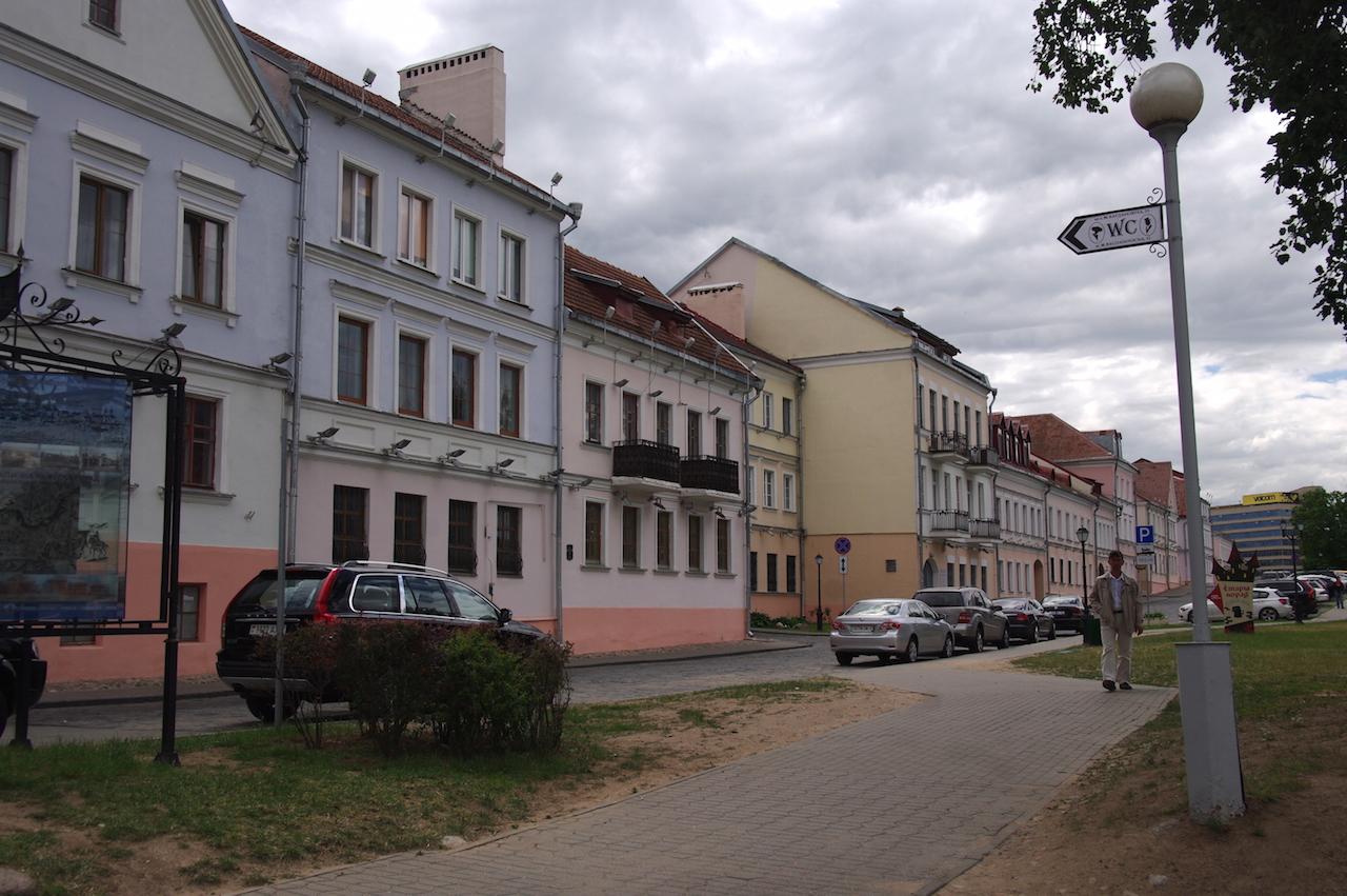 L'une des rares rues anciennes bordée d'immeubles réhabilités.