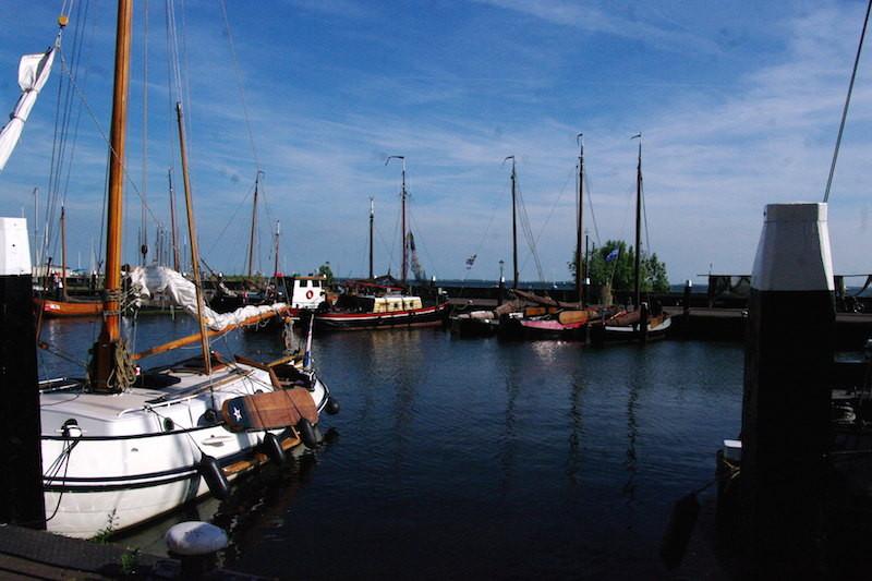 Port de plaisance côté vieux bateaux