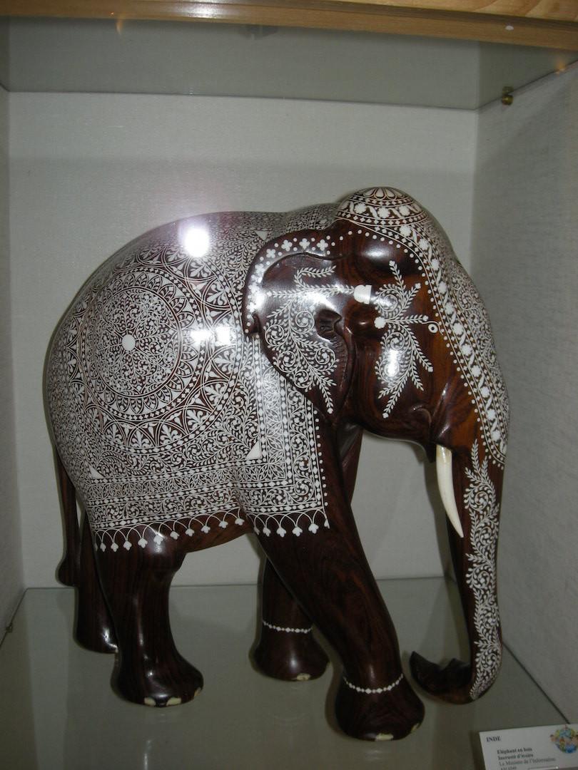 Marqueterie d'ivoire sur ébène. (Inde)