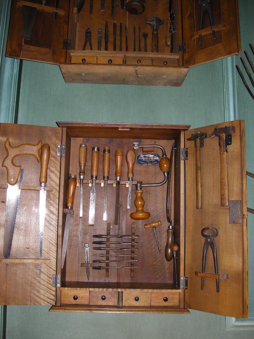Belle armoire à outils pour menuisier