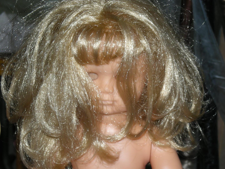 Elle a besoin d'être coiffée.