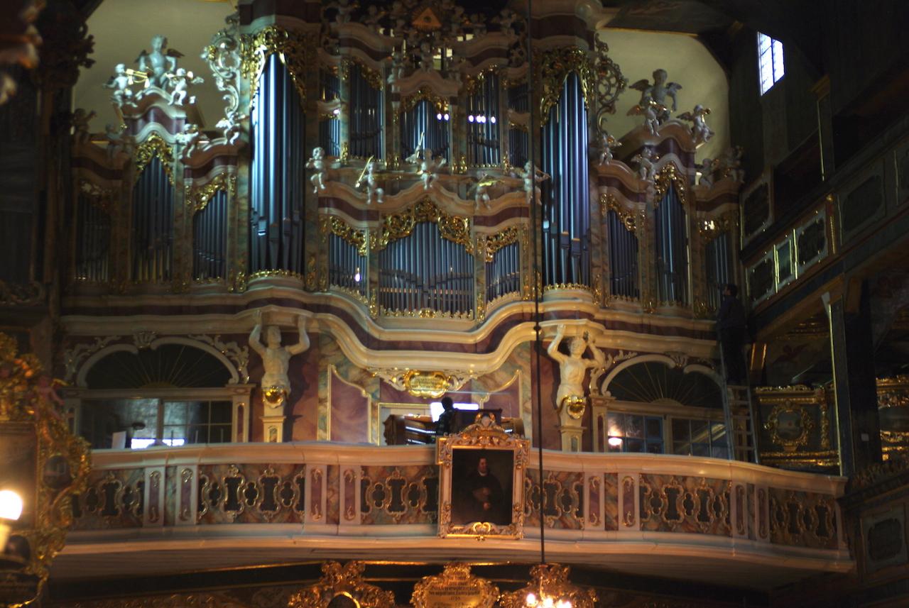 L'orgue et sa somptueuse tribune