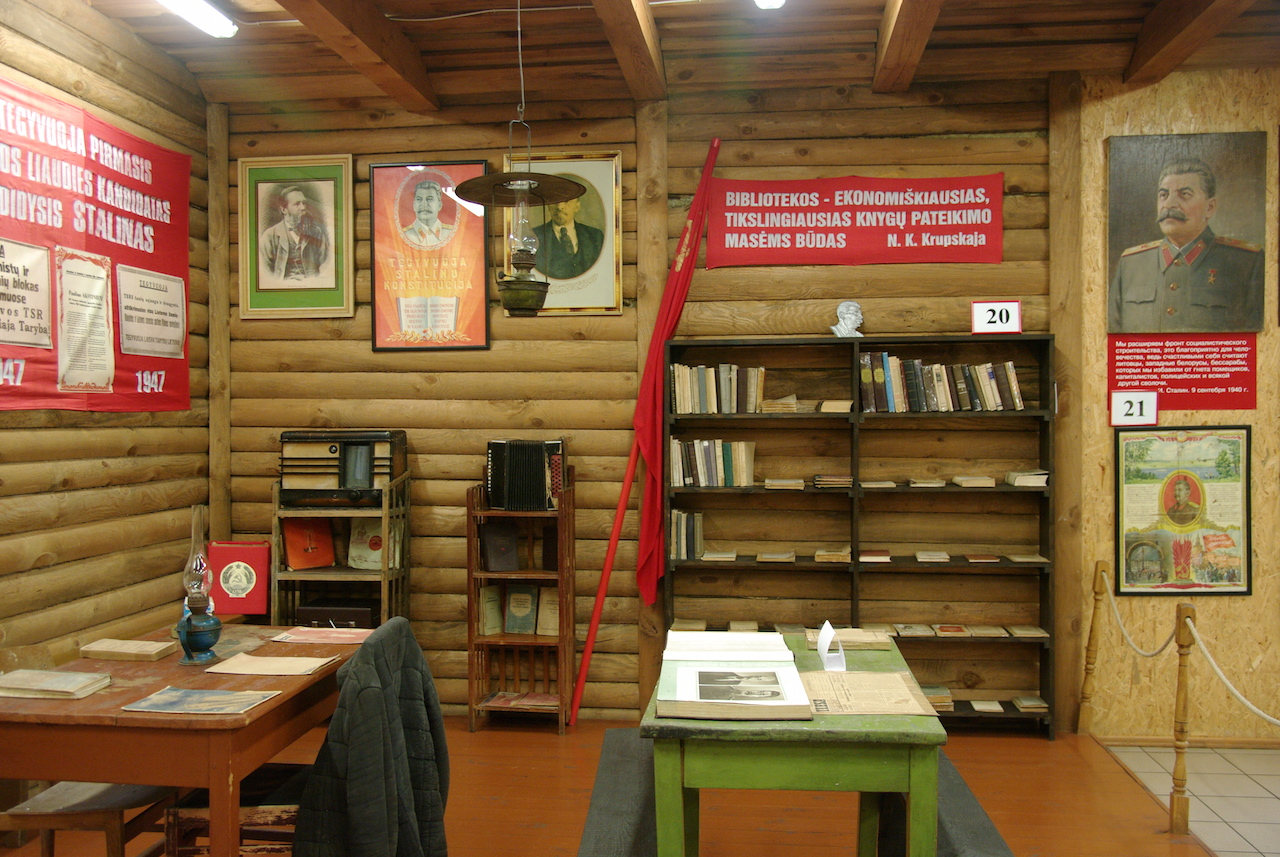 L'intérieur d'une bibliothèque