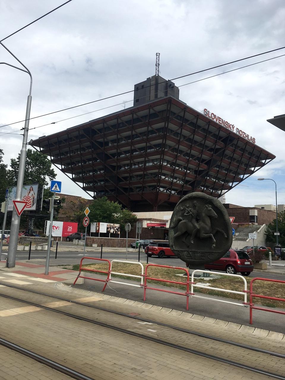 Bâtiment de la radio construit à l'époque communiste