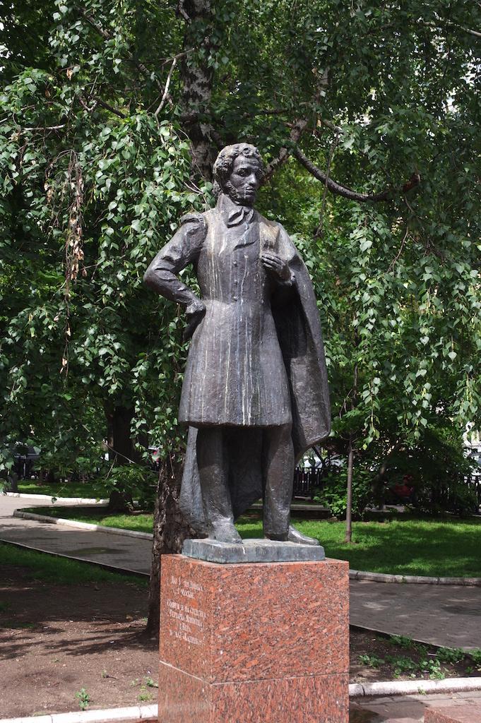 Autre statue de Pouchkine.
