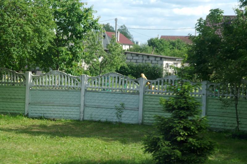 Il y a beaucoup de clôtures de ce genre.