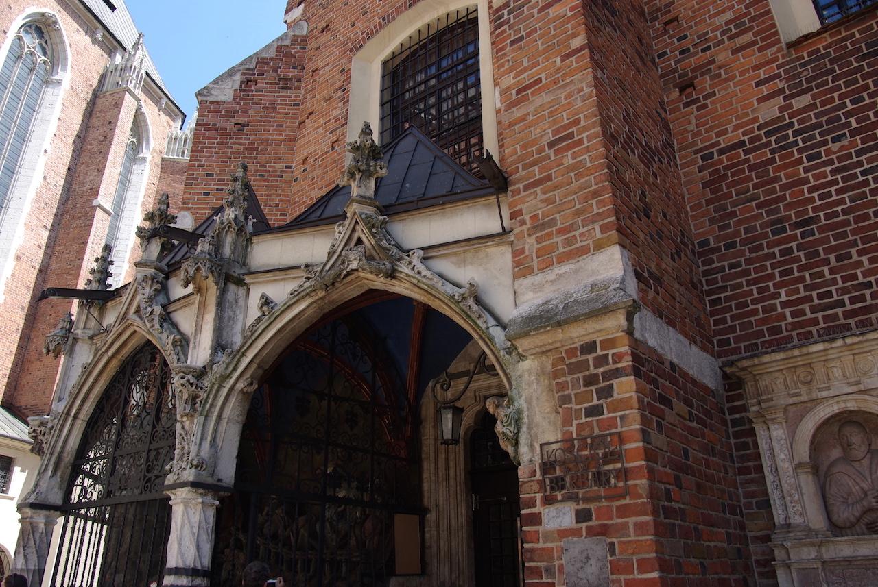 Proche de la basilique Notredame, la petite et charmante église Sainte Barbara