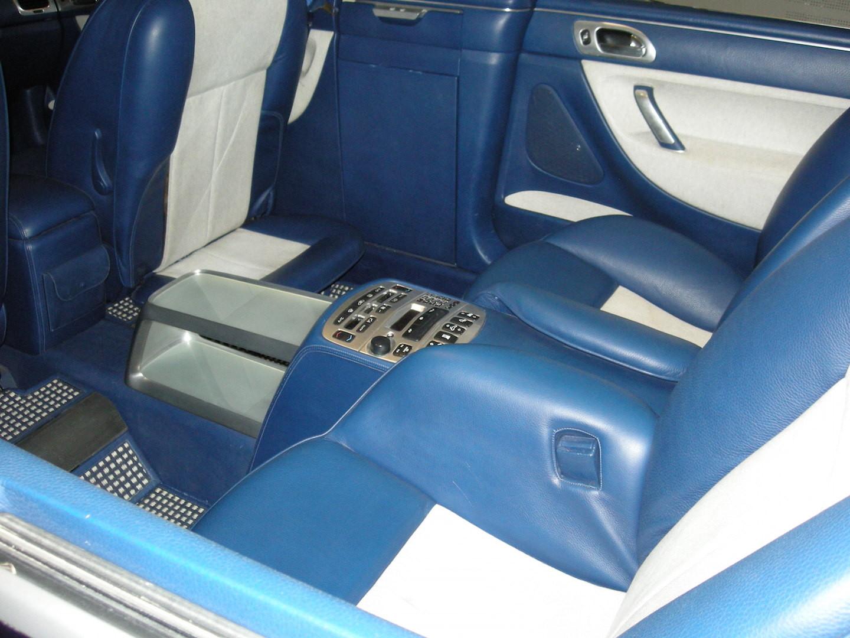 Intérieur du véhicule utilisé par le  Président Sarkozy  le jour de son investiture ; plancher rehaussé !